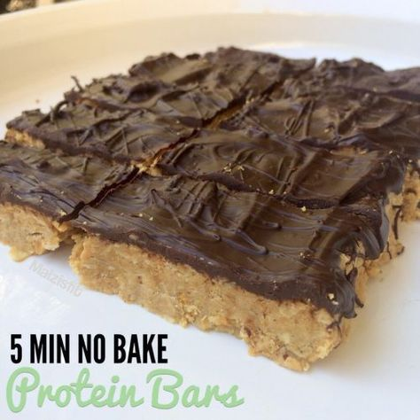 Healthy Snacks Easy No Bake Peanut Butter Protein Bars - These proteins bars will make you wonder why you ever got store bought. Only 5 ingredients and 5 minutes needed. Simply heat ingredients on the stove. No Bake Protein Bars, Peanut Butter Protein Bars, Protein Bar Recipes, Protein Powder Recipes, Buy Protein, Healthy Protein Bars, Arbonne Protein Bars, Protein Foods, Protein Cake