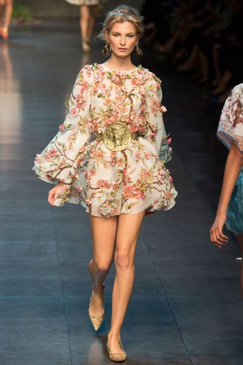 Dolce & Gabbana Spring 2014 Floral Inspiration - Feminine - Fun - Flirty - I adore this Summer dress look - (fashion style runway inspiration )