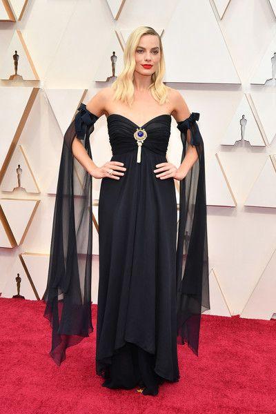 Margot Robbie Photos Photos: 92nd Annual Academy Awards - Arrivals in 2020  | Nice dresses, Celebrity black dress, Oscar fashion