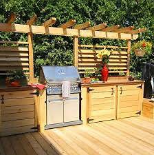 frigo dans une cuisine extérieure - patios en bois | cuisine d'été ... - Comment Construire Une Cuisine Exterieure