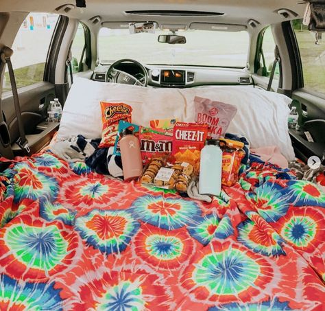 car sleepover [New] The 10 Best Snack Ideas Today (with Pictures) - I am so doing this when I get my first carThis Besties Comment if you would do this with your friends. Credit: vsco: just-for-girls Things To Do At A Sleepover, Sleepover Food, Fun Sleepover Ideas, Sleepover Activities, Girl Sleepover, Summer Fun List, Summer Goals, Summer Bucket, Besties