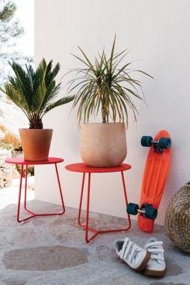 Moderne Gartentische Von Rund Bis Quadratisch In 2021 Gartentisch Moderne Gartentische Kleiner Beistelltisch