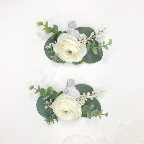 Wedding Flower Guide, Diy Wedding Bouquet, White Wedding Bouquets, Fall Wedding Flowers, Floral Wedding, November Wedding Flowers, Non Flower Bouquets, Simple Bridesmaid Bouquets, Green And White Wedding Flowers