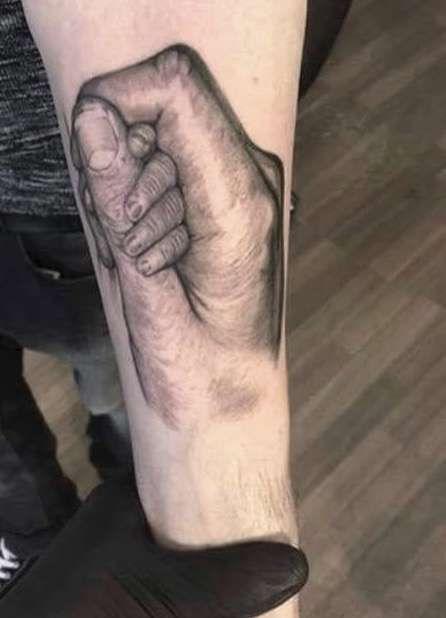 Tatuajes Para El Nacimiento De Un Hijo Mejores Ideas Fotos Foto 27 32 Ella Hoy Baby Tattoos Baby Hand Tattoo Tattoos For Guys