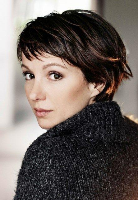 Schauspielerin kurze dunkle haare deutsche Stars mit