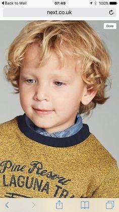 Inspirierende Frisuren Fur Jungen Kleinkinder Mit Lockigem Haar Neue Haare Modelle Curly Hair Baby Boy Toddler Hairstyles Boy Boys Haircuts