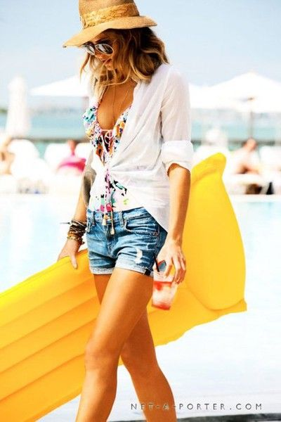 beach style.....Love the hat and shirt Joy!