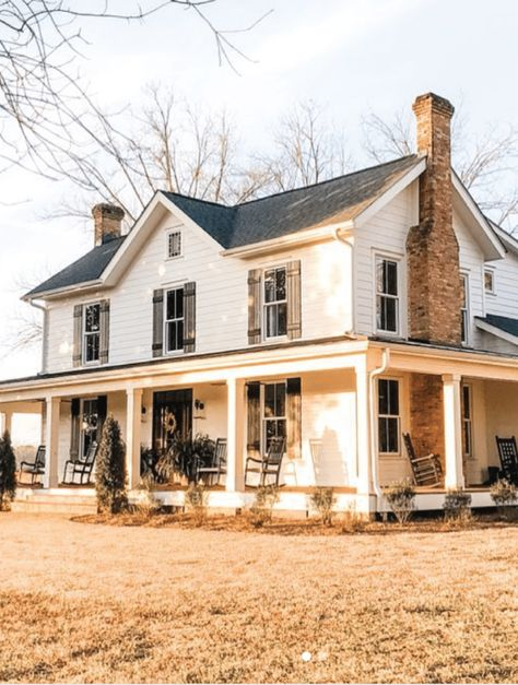 The Best Classic White Farmhouse Exterior Inspiration - A huge collection of Farmhouse inspiration that is classic yet completely on-trend, showcasing white exteriors and some modern farmhouse touches. #farmhouse #whitefarmhouse #classicfarmhouse #farmhousedecor #neutralfarmhouse #farmhousestyle #vintagefarmhouse #fixerupper #whitefarmhousedecor #farmhouseinspired #farmhousedesign #farmhouseliving #rusticfarmhouse #cottagestyle #farmhouseexterior #modernfarmhouse