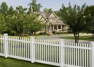 Fences That Step Down Leave Gaps Under The Sections We Had To Custom Build The Dramatic Drops Using 8 Foot Tall Sect Vinyl Fence Backyard Fences Fence Styles
