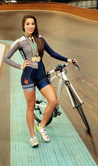 Pin By Be Fashion Queen On Women Rule Female Cyclist Cycling Women Cycling Outfit