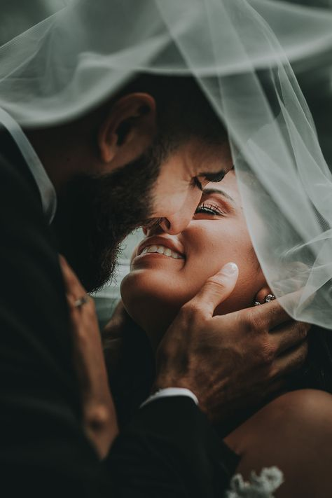 Wedding Photos Inspiration - 275 Stunning Images To Look At! Wedding Picture Poses, Wedding Couple Poses, Pre Wedding Photoshoot, Wedding Couples, Bridal Party Poses, Wedding Fotos, Wedding Images, Wedding Pics, Wedding Shoot