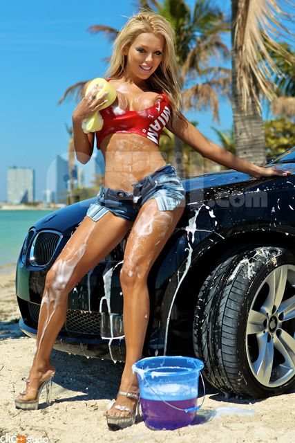 fuck car Hot wash bikini girls