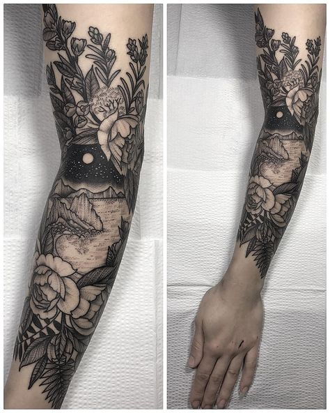 Makes me reconsider whether I'd ever actually get a tattoo sleeve. Makes me reconsider whether I'd ever actually get a tattoo sleeve. Pretty Tattoos, Cute Tattoos, Beautiful Tattoos, Black Tattoos, New Tattoos, Body Art Tattoos, Tatoos, Arrow Tattoos, Black And White Flower Tattoo