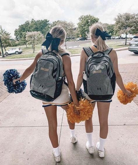 School Cheerleading, Cheerleading Pictures, Cheerleading Stunting, Softball Pics, Cheerleading Outfits, Volleyball, Cheer Picture Poses, Cheer Poses, Cheer Camp