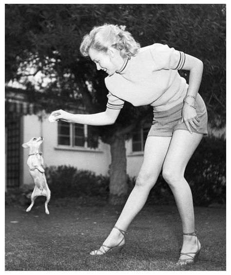 Marilyn Monroe and her Chihuahua. | There\'s Only One | Pinterest