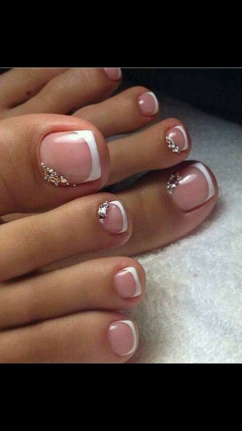 Fußnägel Pretty Pedicures Toe nail art French tip with rhinestones author:Helen Ksypka It was nothin