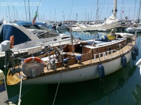 Anno #'68  Costruzione in #lamellare di #mogano #incrociato  Refitting #completo scafo #2006  Alberatura #alluminio #2006  Vele #Incarbona/Olimpic Sails 2013 #  Lombardini #LDW1204M 25CV del #'96  Gasolio ... #annunci #nautica #barche #ilnavigatore