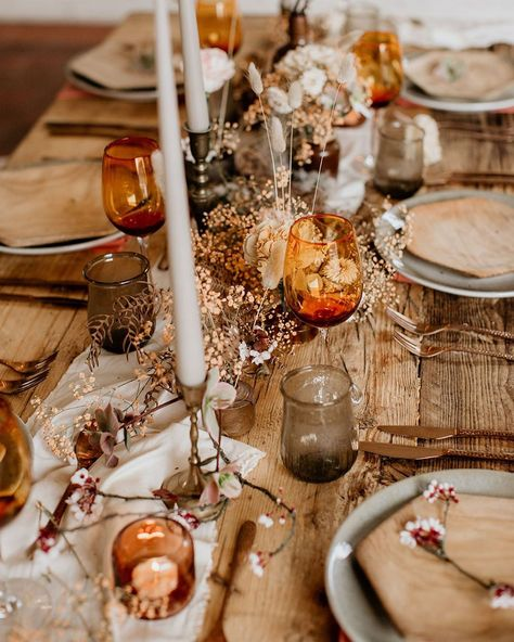 earthy tones & deliciousness from Butler & White 😍photo by Elena Popa Wedding Table Setup, Wedding Table Decorations, Fall Wedding Table Decor, Rustic Wedding, Our Wedding, Wedding Gifts, Autumn Table, Orange Wedding, Table Arrangements