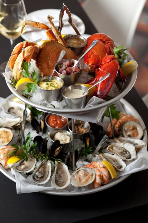 Fishing With Dynamite Seafood Tower fruits de mer!