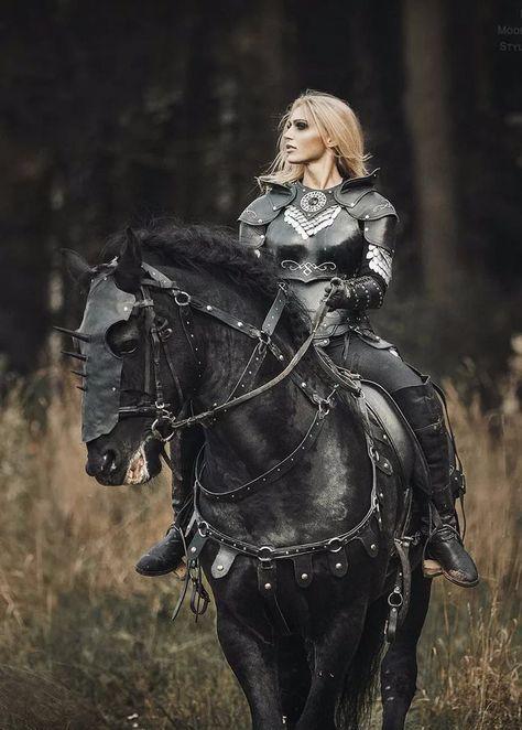 Cosplay Fantasy Reiterkriegerin Dark Beauty by Eugene Lis Female Armor, Female Knight, Female Warrior Costume, Warrior Princess Costume, Lady Knight, Warrior Queen, Fantasy Warrior, Woman Warrior, Fantasy Queen