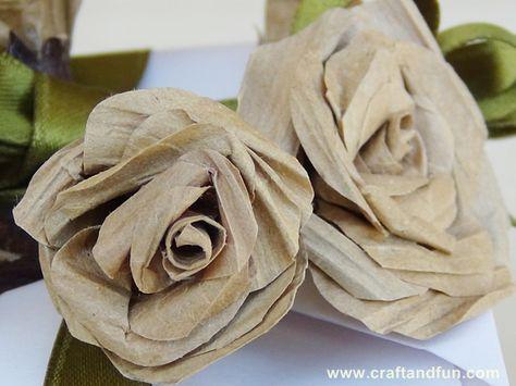 Riciclo Creativo Buste di Carta - Come realizzare delle rose con i manici delle buste di carta