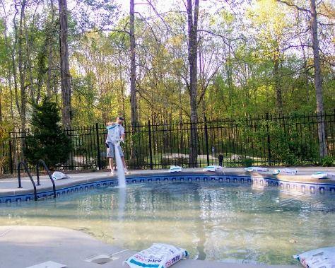 Salt Water Pool Vs Chlorine Tips From A Pool Owner Saltwater Pool Pool Chlorine Swimminh Pool
