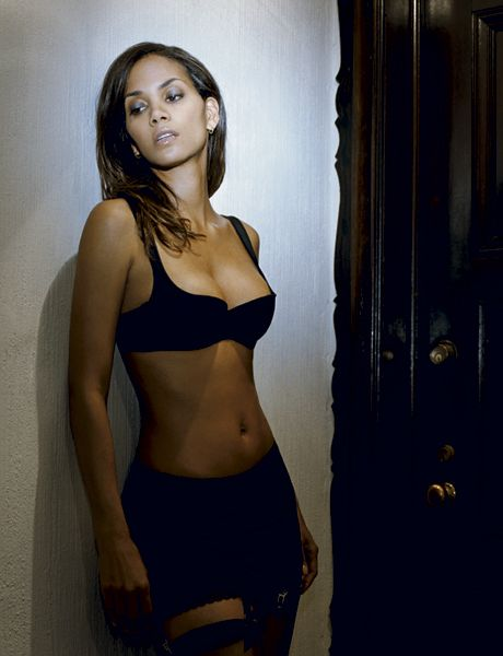 Halle Berry Sexy Celebrity With Halle Berry and Player Pictures, we have created a special photo album for you fans. Halle Berry Wallpapers pictures are in HD