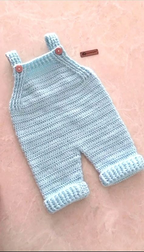 Crochet Baby Clothes Boy, Baby Girl Crochet, Crochet For Kids, Cute Crochet, Easy Crochet, Baby Dungarees, Baby Jumpsuit, Baby Romper Pattern, Baby Pants