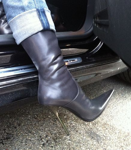visit to friends Rosina in grey GML boots | Rosina's Heels