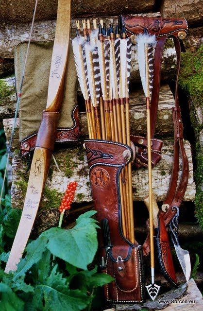 Large side-quiver and hunting arrows