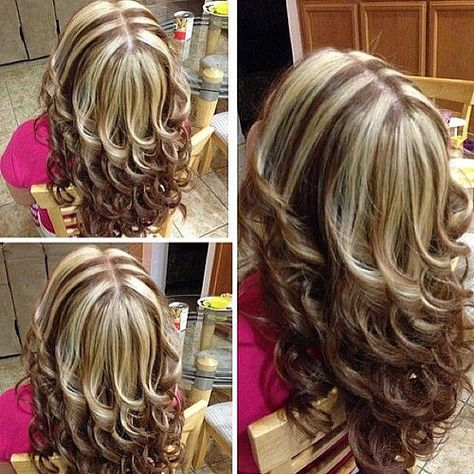Chunky Highlights and Layers Chunky Highlights, Brown Hair With Blonde Highlights, Hair Color Highlights, Caramel Highlights, Medium Hair Styles, Curly Hair Styles, Brown Blonde Hair, Pinterest Hair, Layered Hair