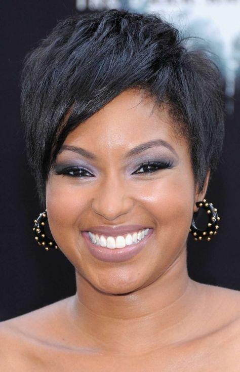 Cheveux court femme noire visage rond
