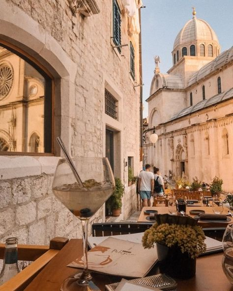 Travel dreams: 25 beautiful pictures to inspire you to visit Corfu Town Oh The Places You'll Go, Places To Travel, Travel Destinations, Travel Stuff, Corfu Town, Belle Villa, Northern Italy, Travel Aesthetic, Adventure Is Out There