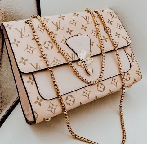 Discovered by Paϻela. Find images and videos about fashion, style and pink on We Heart It - the app to get lost in what you love. Luxury Purses, Luxury Bags, Louis Vuitton Handbags, Purses And Handbags, Replica Handbags, Dior Handbags, Sacs Design, Cute Purses, Backpack Purse