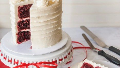 How to Fill, Stack & Crumb Coat a Layered Cake Katie