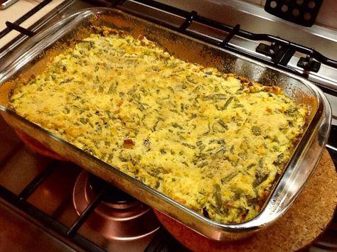 SFORMATO DI FAGIOLINI E PATATE ALLA LIGURE. Ingr.: 800g di fagiolini,800g di patate,4/5 uova,120g di parmigiano,sale,pepe,noce moscata,maggiorana,pane grattugiato,olio. Lessare le patate e passarle allo schiacciapatate. Lessare i fagiolini e tagliarli a pezzetti ( 2 cm). Sbattere le uova con il sale,le spezie e il parmigiano. Riunire tutti gli ingredienti e versare nella teglia. Cospargere di parmigiano ed irrorare di olio. Cuocere per 20/30 min.a 180*C. Ottimo sia tiepido che freddo.
