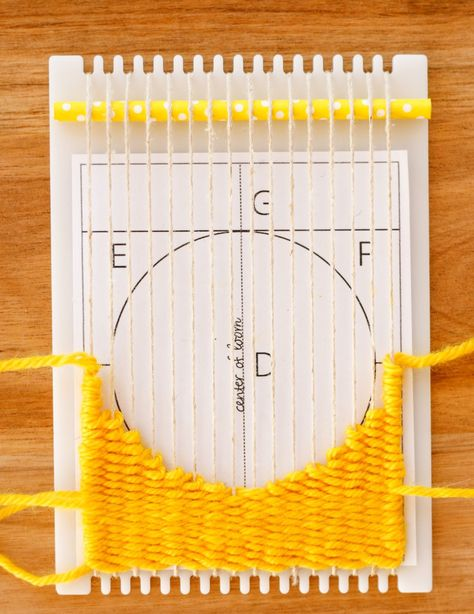 How to Weave a Circle on a Frame Loom - The Creativity Patch Weaving Loom Diy, Pin Weaving, Weaving Art, Weaving Patterns, Tapestry Weaving, Rug Loom, Inkle Weaving, Stitch Patterns, Knitting Patterns