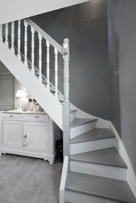 Escalier Gris Et Blanc Constructeur De Maisons Mètre Carré