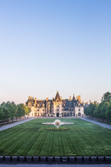 There's no better place for house dreaming than at the largest private home in America! On your next US road trip be sure to stop in at the Biltmore Estate nestled in the NC mountains of Asheville, North Carolina. Read all about it on our blog! #BiltmoreEstate #NorthCarolina #NorthCarolinaVacation #FamilyVacationIdeas #USRoadTrip