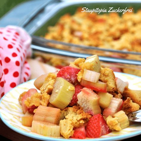 Low Carb Erdbeer Rhabarber Crumble Rezept Rezepte Erdbeer Rhabarber Und Low Carb Rezepte