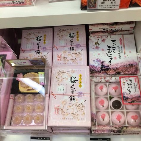 kawaii, sakura, and jfood image Japanese Snacks, Japanese Candy, Japanese Sweets, Japanese Food, Aesthetic Food, Pink Aesthetic, Travel Aesthetic, Japanese Packaging, Asian Snacks