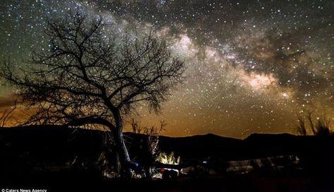 Pemandangan Di Malam Hari Yang Indah Indahnya Langit Bertabur Bintang Di Malam Hari Foto Tempo Co Pemandangan Indah Night Skies Park Ranger Natural Scenery