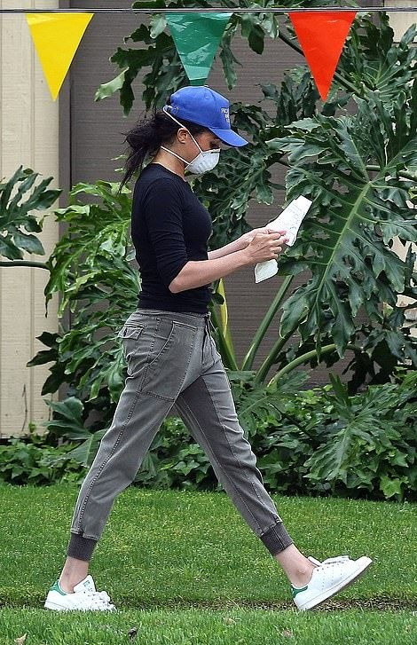 Meghan Markle GAP Joggers Pant 2020 on SASSY DAILY in 2020 | Meghan markle, Adidas stan smith sneakers, Markle
