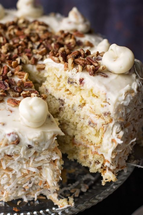 Italian cream cake is sure to be a show hu Italian food and drinks stopper for any special occasion. Coconut, pecans and a rich cake team with homemade cream cheese frosting. Desserts Keto, Italian Desserts, Just Desserts, Delicious Desserts, Dessert Recipes, Picnic Recipes, Baking Desserts, Dessert Oreo, Pumpkin Dessert