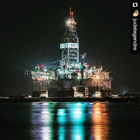Night has come. Some asleep while night shift is on. Good night! #offshorelife #rig #oilandgas #turnodanoite #nightwatchpatrol #nightoperation #nightwatch #offshore #plataforma #petroleo #oil #blackgold Repost @judelegendre by statusoffshore