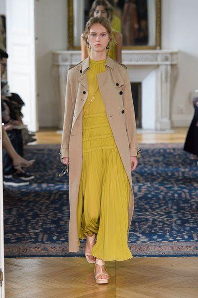 Valentino, Spring 2017 - The Most Daring Coats and Jackets at Paris Fashion Week S'17 - Photos