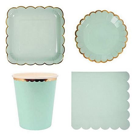 So Pretty These Gold Rimmed Paper Tableware Sets Take Paper Plates To A Whole New Level Feminine And Vintage These Sets Can Be Used For S Disposable Tableware Party Tableware Baby