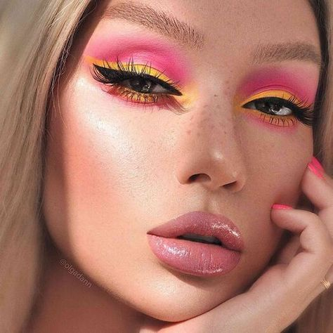 22 Beautiful Intense Fall Makeup Looks Inspired Beauty - - 22 Lovely Intense Fall Make-up Seems to be – Impressed Magnificence. Yellow Eye Makeup, Eye Makeup Art, Colorful Eye Makeup, Pink Makeup, Makeup With Glitter, 70s Hair And Makeup, Cute Eye Makeup, Makeup Looks For Green Eyes, Pastel Makeup