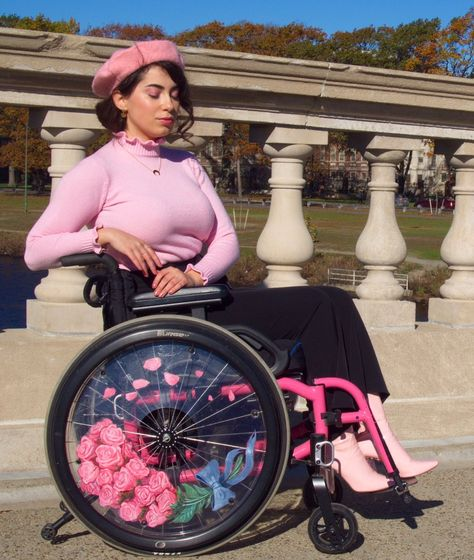 """""""It's important that people know that my wheelchair has both a flower AND galaxy side 💖"""" Wheelchair Photography, Pretty People, Beautiful People, Real People, Wheelchair Costumes, Aesthetic Girl, Lady, Character Inspiration, Feminine"""