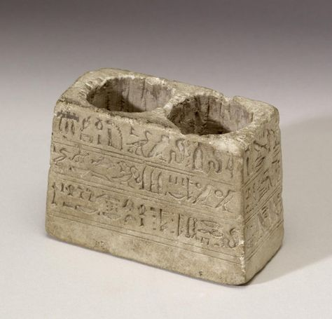 Cosmetic Container With Round Receptacles And Inscriptions Egypt 663 332 Bc Avec Images Egypte Antique Egypte Ancienne Objets